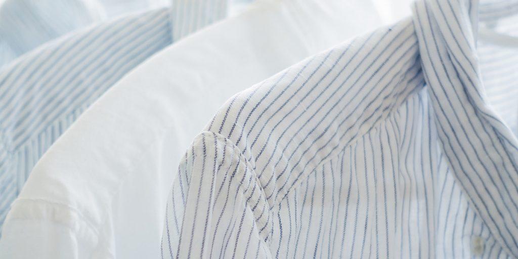 Rene skjorter på kleshengere